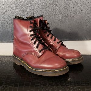 DR. MARTENS IN CHERRY RED OXBLOOD